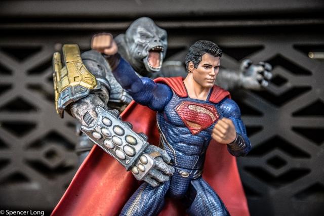 Superman.vs.monster-16